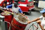 Ilustrasi distribusi minyak goreng curah (Rachman/JIBI/Bisnis)