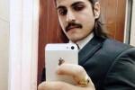 Ilustrasi foto selfie lelaki bercincin akik (indiaopinies.com)