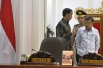 Presiden Jokowi didampingi Wakil Presiden JK berbincang-bincang sesaat sebelum memimpin Sidang Kabinet sebelum sidang kabinet di Kantor Presiden, Jakarta, Senin (30/3/2015). (JIBI/Solopos/Antara/Andika Wahyu)