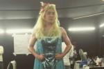 Kangin Suju gunakan gaun Elsa Frozen (Soompi.com)