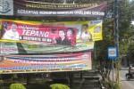 Spanduk bergambar calon bupati Sragen dari PDIP, Sugiyamto, terpasang di salah satu sudut Kompleks Stadion Taruna Sragen. Foto diambil pekan lalu. (Kurniawan/JIBI/Solopos)