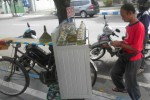 USAHA KREATIF : Inilah Suka Duka Jualan Bensin Eceran ala Pedagang Sayur Keliling