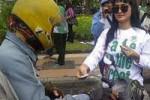 Gadis-gadis beraksi di jalanan (JIBI/Detik.com)