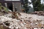 Rumah milik warga Dukuh Kopenan, RT 002/ RW 002, Desa Jenawi, Kecamatan Jenawi, Parni, 40, dan Cipto Sutris, 45, hancur tertimpa tanah longsor pada Sabtu (7/3/2015) pukul 02.00 WIB. (Sri Sumi Handayani/JIBI/Solopos)