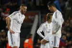 Reaksi pemain Real Madrid Benzema (ki), Ronaldo seusai kebobolan kedua. JIBI/Reuters/Paul Hanna