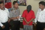 Seorang warga Jaten, SH, saat ini harus mendekam di ruang tahanan Polres Karanganyar, Senin (16/3). Dia ditangkap polisi setelah kedapatan mengkonsumsi narkoba jenis sabu-sabu di rumahnya. (Bayu Jatmiko Adi/JIBI/Solopos)