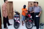 Tersangka menjelaskan kronologi pencurian kepada penyidik di Polres Kulonprogo, Senin (2/3/2015). (JIBI/Harian Jogja/Holy Kartika N.S).