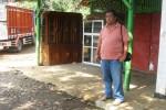 Warga berdiri di dekat lokasi parkir mobil pikap milik Anung Triyatmoko, 42, warga Lingkungan Jarum RT 001/RW 001, Kelurahan/Kecamatan Sidoharjo, Wonogiri yang dicuri maling, Selasa (10/3/2015). (Trianto Hery Suryono/JIBI/Solopos)