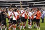 Pemain-pemain River Plate menggunakan viagra dalam pertandingan sepak bola (Reuters/Henry Romero)