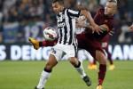 Juventus masih di puncak klasemen Serie A (Reuters/Alessandro Garofalo)