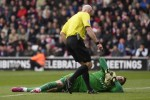 Fraser Forster cedera hingga akhir musim (Reuters)