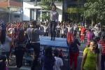 Polwan Polrestabes Surabaya goyang dumang. (Detikcom)