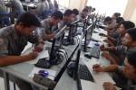 Siswa kelas XII SMK Negeri 2 Depok menjalani uji coba pelaksanaan Ujian Nasional (UN) bersistem computer based test (CBT), Jumat (27/3/2015). (JIBI/Harian Jogja/Rima Sekarani I.N.)