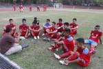 Para pemain Persis Junior musim lalu saat mendapat pengarahan dari pelatih. JIBI/Solopos/dok