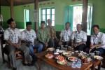 Ketua PCNU Sragen, Agus Budiarto (tiga dari kiri) berbincang dengan Ketua DPC PKB Sragen, Mukafi Fadli (dua dari kiri) dan pengurus Desk Pilkada DPC PKB Sragen di Sragen, Sabtu (4/4/2015). (Kurniawan/JIBI/Solopos)