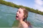 Ekspresi gadis asal Florida yang ketakutan saat dikejar hiu (Mirror.co.uk/Youtube.com)