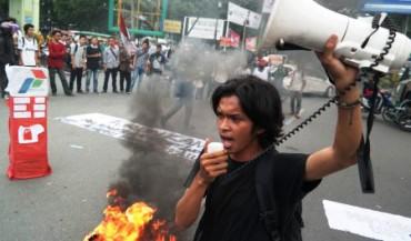 Demonstrasi mahasiswa aktivis HMI di Medan, Rabu (1/4/2015). (JIBI/Solopos/Antara/Irsan Mulyadi)