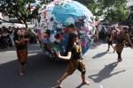 FOTO HARI BUMI : Mahasiswa Solo Dukung Hari Bumi AS
