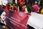 Ini cara Sarinah GMNI memperingati Hari Kartini, Minggu (19/4/2015). (JIBI/Solopos/Antara/Zabur Karuru)