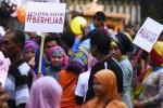 Ini cara perempuan berjilbab memperingati Hari Kartini, Minggu (19/4/2015). (JIBI/Solopos/Antara/Zabur Karuru)