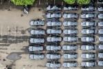 Puluhan mobil Marcedes Benz tipe E400 dipersiapkan di kompleks Gelora Bung Karno, Senayan, Jakarta, Jumat (17/4/2015), untuk tamu negara yang menghadiri AACC Indonesia 2015 atau Peringatan KAA di Indonesia 2015. (Sigid Kurniawan/JIBI/Solopos)