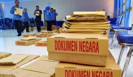 Logistik UN paper based test siap di Madiun, Kamis (9/4/2015). (JIBI/Solopos/Antara/Siswowidodo)