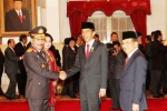 Presiden Jokowi dan Wapres JK mengantre menyampaikan ucapan selamat kepada Komjen Pol. Badrodin Haiti sebagai Kapolri baru, Jumat (17/4/2015). (Dwi Prasetya/JIBI/Bisnis)