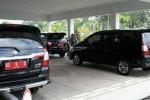 Tiga mobil dinas baru berpelat nomor AD 9 D, AD 20 D, dan AD 21 D, terparkir di halaman Sekretariat Daerah (Setda) Boyolali, Selasa (14/4/2015). (Hijriyah Al Wakhidah/JIBI/Solopos)