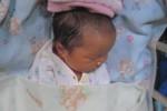Bayi perempuan ditemukan di depan pintu gerbang Panti Asuhan Yayasan Pemeliharaan Bayi Terlantar (YPBT) Klaten, Selasa (14/4/2015). (Taufiq Sidik Prakoso/JIBI/Solopos)