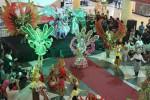 Peserta Solo Batik Carnival (SBC) VIII tampil dalam pre event di Atrium Solo Grand Mall, Solo, Kamis (16/4/2015). Pelaksanaan SBC VIII dijadwalkan pada Sabtu-Minggu (13-14/6/2015) mendatang. (Irawan Sapto Adhi/JIBI/Solopos)