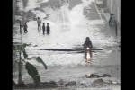 Seorang pengendara motor nekat menerjang banjir underpass Makamhaji, Senin (27/4/2015) pagi. (Twitter.com/@SoloposFM/@damar_thesoul)