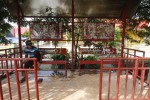 Aksi vandalisme kembali marak pada fasilitas umum di Halte Batik Solo Trans (BST) Jl. Adi Sumarmo Solo, Senin (13/4/2015). Warga menyayangkan aksi vandalisme yang mengurangi kenyamanan dan keindahan kota, pengguna BST berharap ada pengecatan ulang di halte tersebut. (Ivanovich Aldino/JIBI/Solopos)