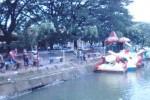 Sejumlah pengunjung nDayu Park menikmati pemandangan di obyek wisata itu, Jumat (3/4/2015). (Abdul Jalil/JIBI/Solopos)
