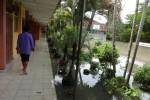 SMP Negeri 1 Panjatan, Kulonprogo, juga terendam banjir. Kegiatan pembelaran terpaksa diliburkan pada Sabtu (25/4/2015).(Rima Sekarani/JIBI/Harian Jogja)