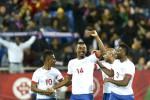 Pemain belakang Cape Verde Gege (2 dari kiri) merayakan golnya ke gawang Portugal bersama tim. Ist/telegraph.co.uk