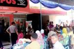 Warga Desa Gading, Kecamatan Playen, mengantre untuk mendapatkan dana PSKS di Kantor Pos Playen, Senin (21/4/2015). (JIBI/Harian Jogja/David Kurniawan)