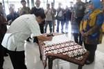 Bupati Gunungkidul menyaksikan penandatanganan Deklarasi Kedamaian Umat Beragama di Bangsal Sewokoprojo, Kamis (23/4/2015). (David Kurniawan/JIBI/Harian Jogja)