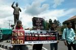 Sejumlah kelompok masyarakat menggelar aksi tolak ISIS di boulevard Soekarno, Boyolali, Senin (6/4/2015). (Hijriyah Al Wakhidah/JIBI/Solopos)
