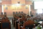 Suasana audiensi Janaloka dengan Pansus VI DPRD Gunungkidul di ruang paripurna DPRD Gunungkidul, Kamis (9/4/2015). (Harian Jogja/David Kurniawan)