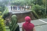 Jembatan Turi, Sleman ambrol pada Rabu (22/4/2015). (JIBI/Harian Jogja/Sunartono)