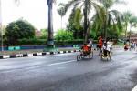Beberapa siswa berkebutuhan khusus melaksanakan lomba balap kursi roda di area Pemkab Gunungkidul. Sabtu (25/4/2015). (David Kurniawan/JIBI/Harian Jogja)
