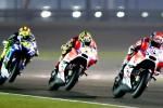 Pembalap Ducati MotoGP Andrea Dovizioso (kanan) melaju di hadapan kompatriotnya Andrea Iannone (tengah) dan dikejar pembalap Yamaha Valentino Rossi saat ajang Qatar MotoGP Grand Prix di Losail International circuit. JIBI/Reuters/Fadi Al-Assaad