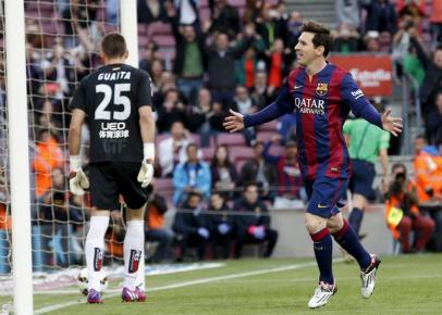 Bintang Barcelona Lionel Messi (ka) berselebrasi seusai bikin gol ke gawang Getafe. JIBI/Rtr/Gustau
