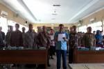 Para Kepala Sekolah di Gunungkidul membaca Pakta Integritas Kejujuran, Jumat (10/4/2015). (Harian Jogja/Uli Febriarni)