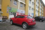 Sebuah mobil mewah dan beberapa mobil lainnya terparkir di area depan Rusunawa Dabag, Condongcatur, Depok, Sleman pekan lalu. (JIBI/Harian Jogja/Sunartono)