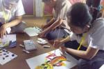 Siswa SLB Karnnamanohara mengikuti kegiatan melukis dalam pertemuan Pekan Karya Mahasiswa (PKM) UGM, Jumat (24/4/2015). (Bernadheta Dian Saraswati/JIBI/Harian Jogja)