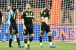 Ini reaksi pemain Spanyol Francesc Fabregas (tengah) dan Mario Suarez (kanan) of Spain seusai dikalahkan dalam laga persahabatan di Amsterdam Arena. JIBI/Reuters/Toussaint Kluiters/United Photos