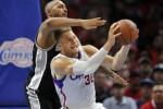 Pemain tengah San Antonio Spurs Boris Diaw (33) menghadang forward Los Angeles Clippers Blake Griffin (32) saat laga kuarter kedua NBA Playoffs di Staples Center. JIBI/Reuters/Gary A. Vasquez-USA TODAY Sports