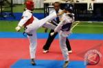 Dua atket taekwondo sedang bertarung dalam sebuah pertandingan. Ilustrasi/Ist/Antara