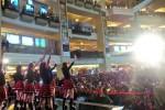 Aksi panggung JKT48 di HJTC 2015. (Twitter @Hondaisme)